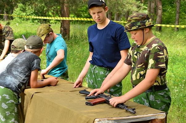 В сочинском палаточном лагере стартовала военно-патриотическая смена